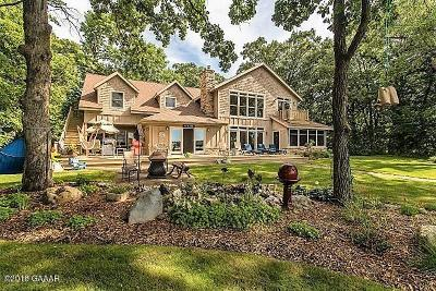 Single Family Home For Sale: 40678 Holiday Trail