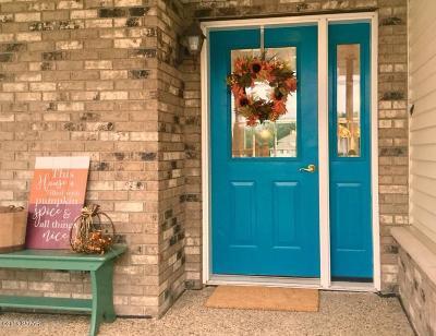Alexandria Single Family Home For Sale: 1211 Moorstone Drive NE