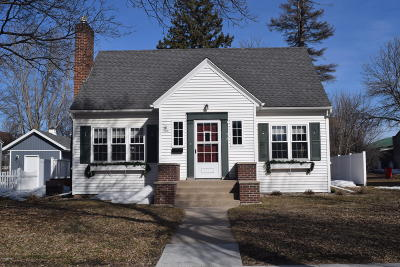 Douglas County Single Family Home For Sale: 715 Maple Street