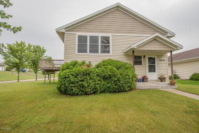 Alexandria Single Family Home For Sale: 1619 Derek Drive