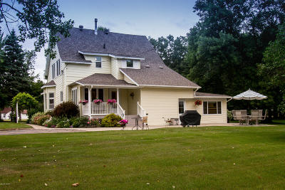 Otter Tail County Single Family Home For Sale: 305 E Lake Street