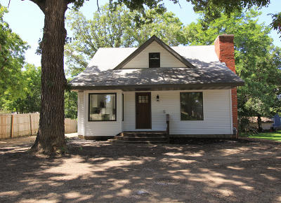 Douglas County Single Family Home Pending: 510 Maple Street