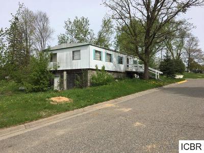 Single Family Home For Sale: 155 N Cedar St
