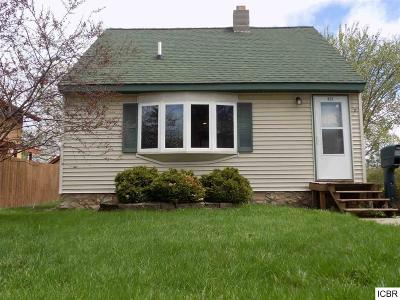 Single Family Home For Sale: 622 1st St