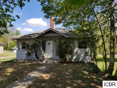 Single Family Home For Sale: 202 Hawkins Ave