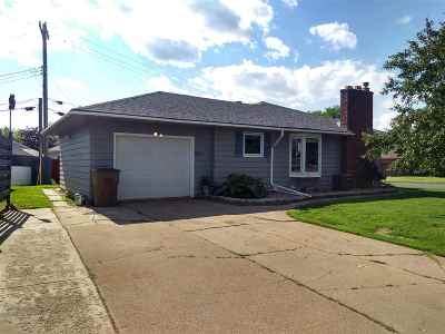 Chisholm, Hibbing Single Family Home For Sale: 2601 Diane Ln