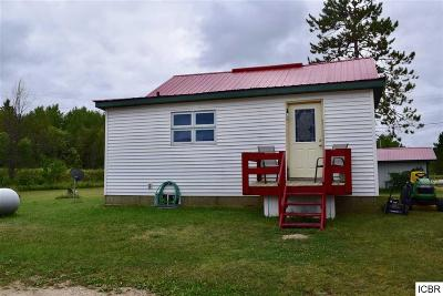 Single Family Home For Sale: 401 Hwy 71