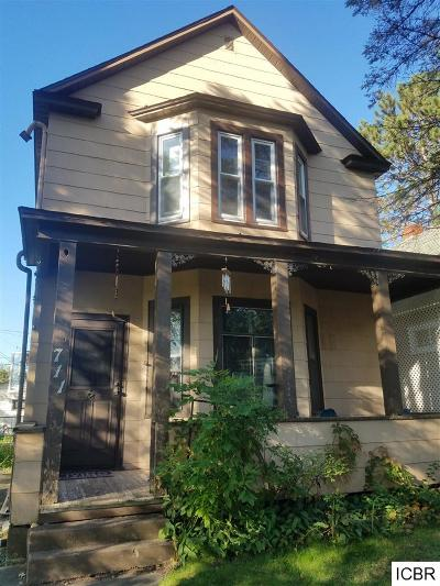 Single Family Home For Sale: 711 2nd St