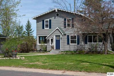 Itasca County Single Family Home For Sale: 100 SW 8th Ave