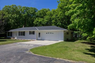 Vergas Single Family Home For Sale: 32927 Little Owl Rd.