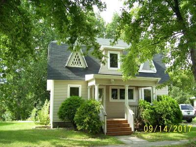 Barnesville Single Family Home For Sale: 327 2 St. NE