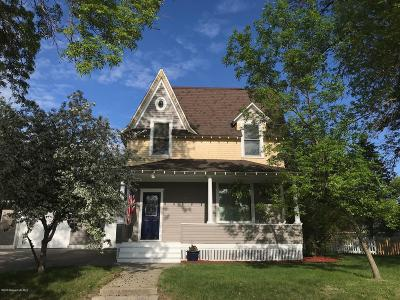 Lake Park Single Family Home For Sale: 2065 2nd Street