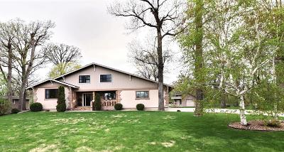 Fargo Single Family Home For Sale: 7145 Woodland Circle