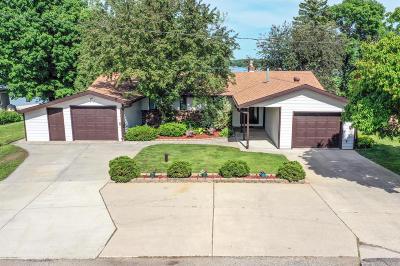Single Family Home For Sale: 17730 Cedar Trail