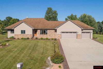 Blue Earth County, Le Sueur County, Rice County, Steele County, Waseca County Single Family Home For Sale: 110 Red Oak Court