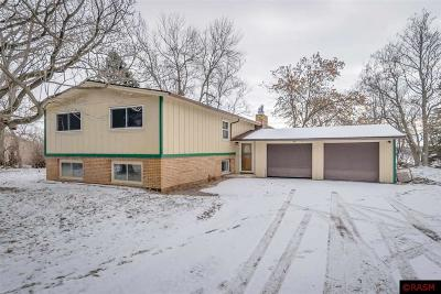 Blue Earth County, Le Sueur County, Rice County, Steele County, Waseca County Single Family Home For Sale: 5614 Sunrise Trail