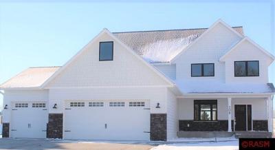 Blue Earth County, Le Sueur County, Rice County, Steele County, Waseca County Single Family Home For Sale: 208 Oak Marsh Drive