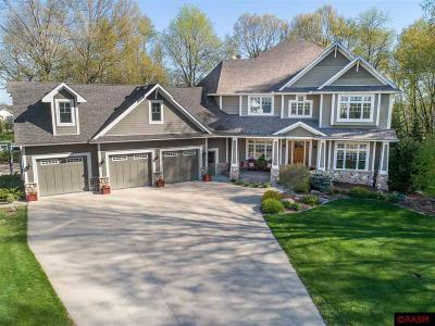Blue Earth County, Le Sueur County, Rice County, Steele County, Waseca County Single Family Home For Sale: 1405 SE Woodlands Court
