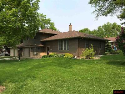 Mapleton Single Family Home For Sale: 300 W Troendle Street