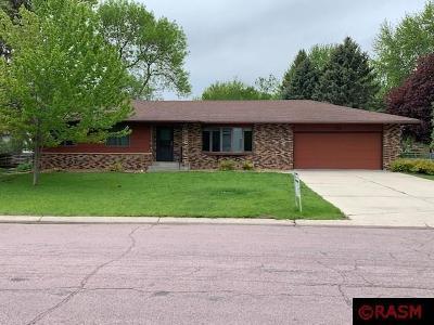 North Mankato MN Single Family Home For Sale: $275,000