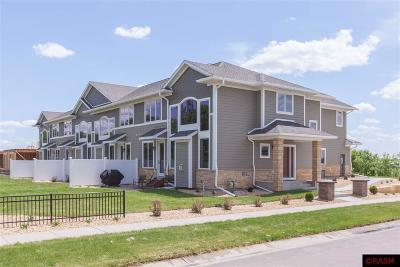 Blue Earth County, Le Sueur County, Rice County, Steele County, Waseca County Condo/Townhouse For Sale: 814 Pinnacle Path