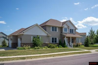Blue Earth County, Le Sueur County, Rice County, Steele County, Waseca County Single Family Home For Sale: 320 Woodhaven Circle