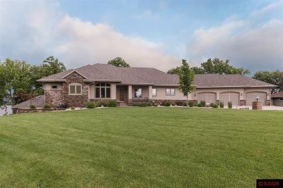 Blue Earth County, Le Sueur County, Rice County, Steele County, Waseca County Single Family Home For Sale: 3814 Sioux Lane