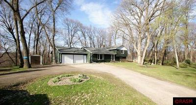 Le Sueur Single Family Home For Sale: 467 Country View Lane