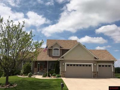 Le Sueur Single Family Home For Sale: 313 Cedar Trail Drive