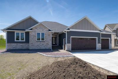 Blue Earth County, Le Sueur County, Rice County, Steele County, Waseca County Single Family Home For Sale: 324 Oak Marsh Drive