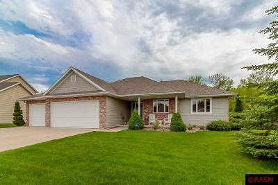 Blue Earth County, Le Sueur County, Rice County, Steele County, Waseca County Single Family Home For Sale: 412 South Brook Circle