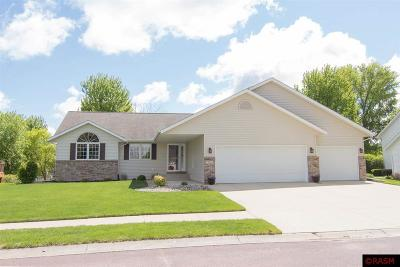 Blue Earth County, Le Sueur County, Rice County, Steele County, Waseca County Single Family Home For Sale: 121 Creekside Drive