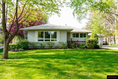Eagle Lake MN Single Family Home For Sale: $199,900