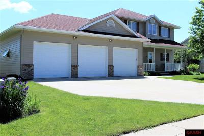 Blue Earth County, Le Sueur County, Rice County, Steele County, Waseca County Single Family Home For Sale: 227 Woodhaven Lane