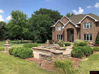 Nicollet County Single Family Home For Sale: 43 Deerwood Court