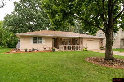 Nicollet County Single Family Home For Sale: 1005 Oak Terrace Drive
