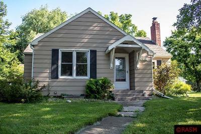Single Family Home For Sale: 910 Adams Street