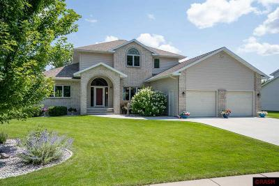 Nicollet County Single Family Home For Sale: 562 Ivy Lane