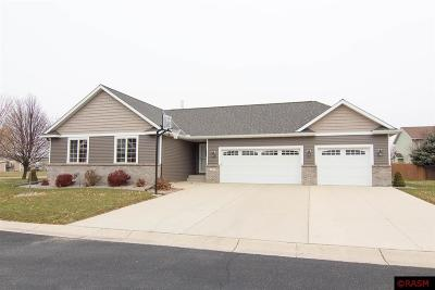 Nicollet County Single Family Home For Sale: 40 Deer Trail