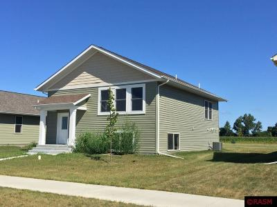 St. Peter Single Family Home For Sale: 2104 Nelson Street