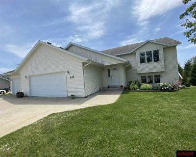 Single Family Home For Sale: 202 James Dr.