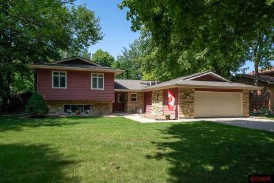 Single Family Home For Sale: 1023 Oak Terrace Drive