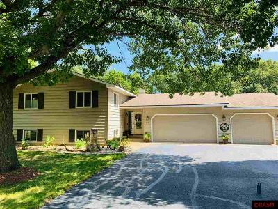Single Family Home For Sale: 226 Mapleridge Drive