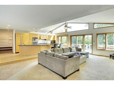 Bloomington Single Family Home For Sale: 8424 W 104th Street
