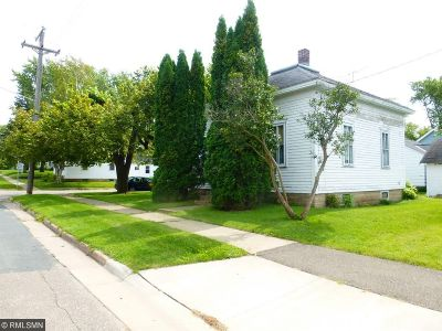 Single Family Home Sold: 920 Maple Street
