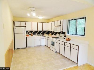 Single Family Home Sold: 2215 Oregon Court
