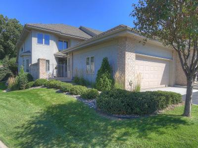 Edina Condo/Townhouse For Sale: 7233 Lewis Ridge Parkway