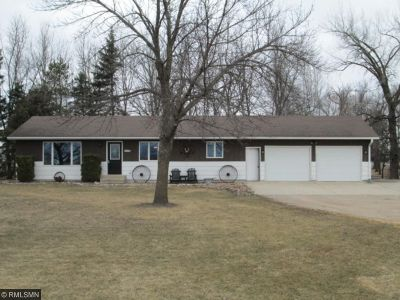 Hutchinson MN Single Family Home Sold: $190,000