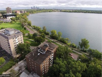 Minneapolis Condo/Townhouse For Sale: 3220 W Calhoun Parkway #6