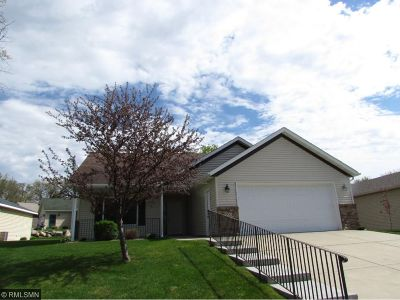Single Family Home For Sale: 900 Oak Pond Drive